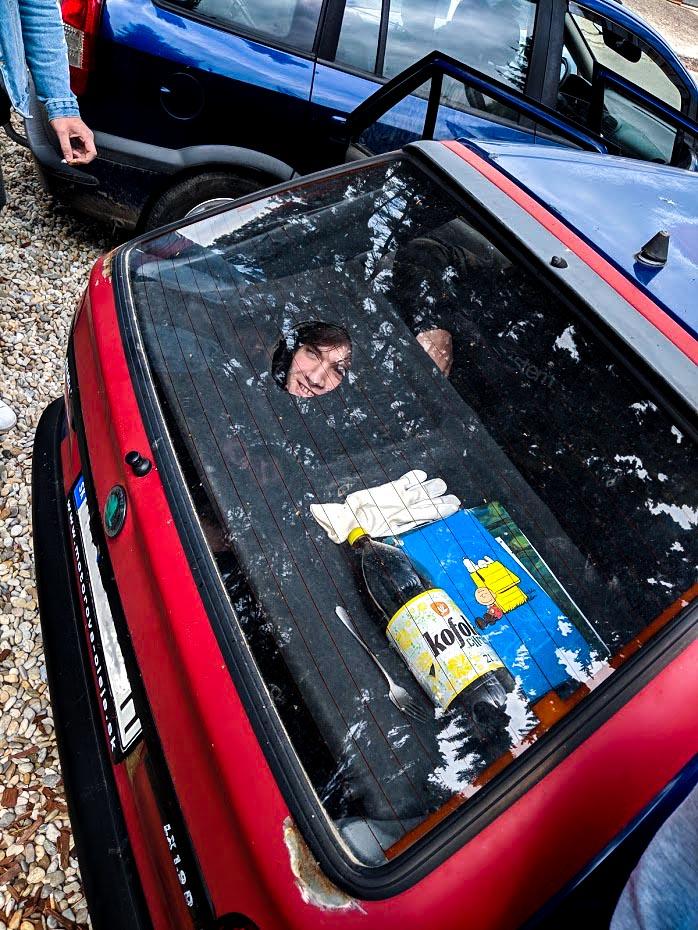 Autoškola skúšky otázky policajta. Určite nevozte kamarátov v kufri červenej Škody Felicie.